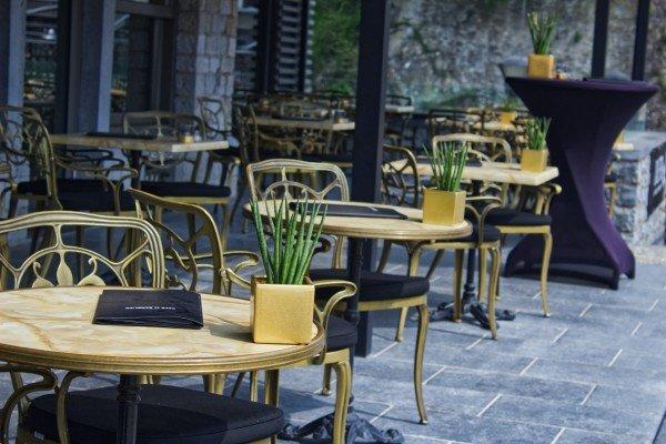 outdoor table arrangement